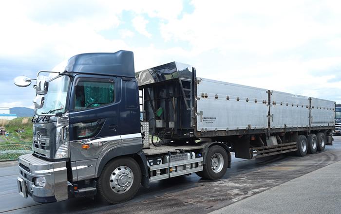 産業廃棄物運搬平トレーラー車両